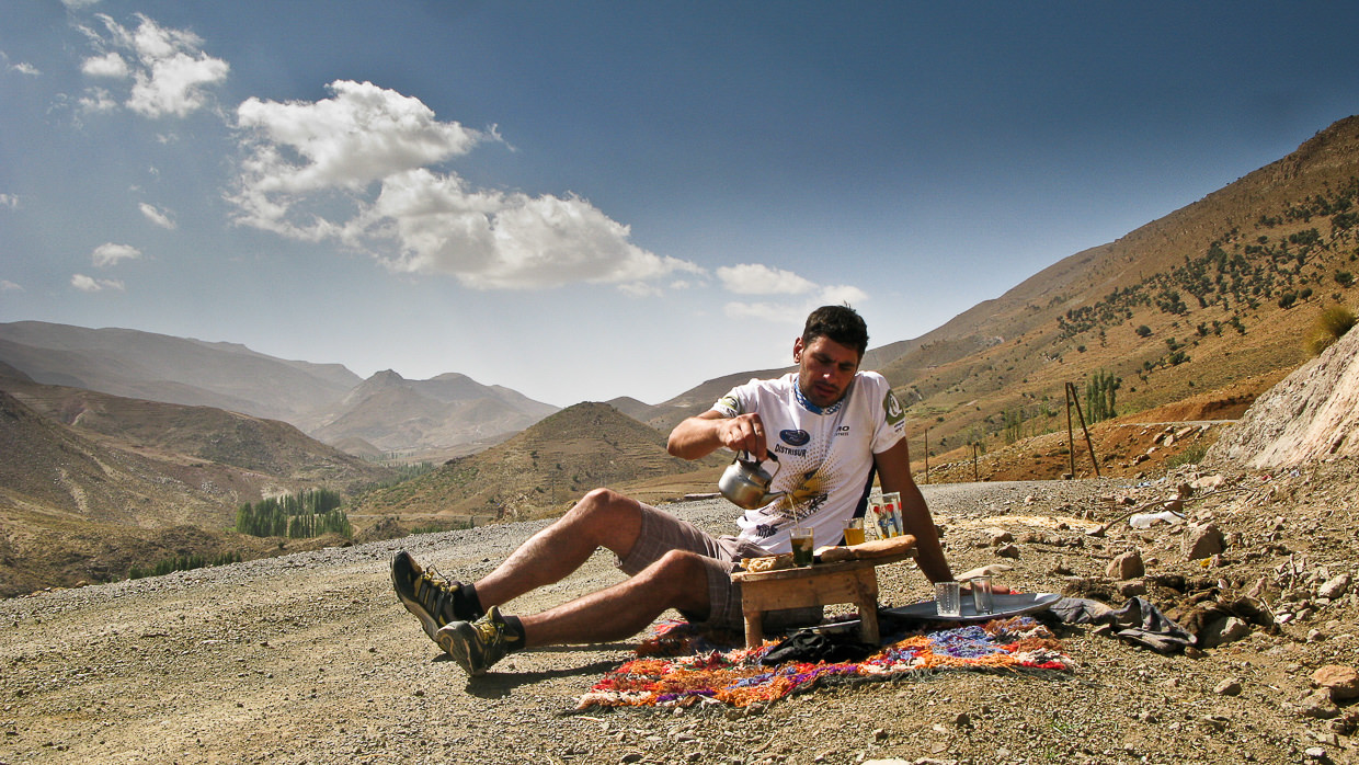 A cyclist having a tea on his way cycling to Imilchil
